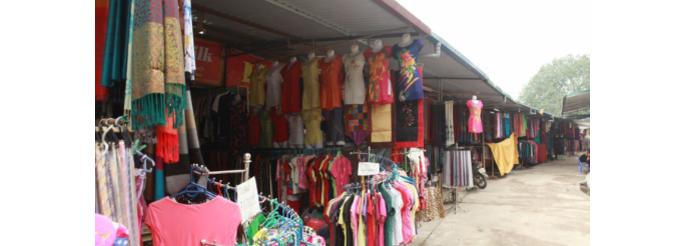 selling silk in Van Phuc